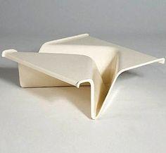 Cesare Leonardi and Franca Stagi; Plastic Coffee Table for Kappa, Steel Furniture, Retro Furniture, Find Furniture, Table Furniture, Furniture Design, Futuristic Design, Small Tables, Furniture Inspiration, Chair Design