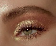 golden glam goldener Zauber hacks for teens girl should know acne eyeliner for hair makeup skincare Makeup Eye Looks, Cute Makeup, Smokey Eye Makeup, Pretty Makeup, Cheap Makeup, Golden Eye Makeup, Makeup Trends, Makeup Inspo, Makeup Ideas