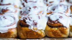 De beste kanelbollene med kremostglasur - Ida Gran Jansen Doughnut, Muffin, Food And Drink, Sweets, Baking, Breakfast, Desserts, Cakes, Morning Coffee