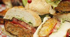 Découvrez cette recette de Burgers de poulet et frites de patates douces pour 4 personnes, vous adorerez!