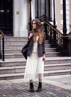 Как носить платье с пиджаком