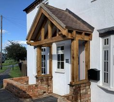 A beautiful traditional oak framed porch. Finished with OSMO UV- Protection Oil.  Project by: bssmithltd (IG) Porch, It Is Finished, Cabin, Oil, Traditional, House Styles, Frame, Projects, Beautiful
