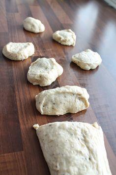 Pienet herkkusuut: Laskiaistötteröt / Tuuttipullat Bread, Baking, Desserts, Food, Tailgate Desserts, Deserts, Brot, Bakken, Essen
