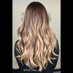 """""""Arika ask for tousled lived in blonde. Base color 6aa 20vol , lift with #kenra Lightner 40vol @olaplex ,tone with @kenraprofessional 9PV. Combination  of…"""""""