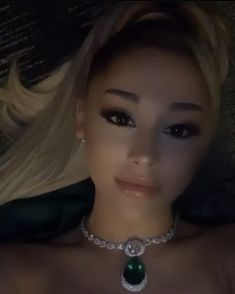 arianagrande i had a great mf time tonight :) thank u for everything January 27 2020 at fashion-inspo Ariana Grande Gif, Ariana Grande Pictures, Summer Dress Outfits, Fall Fashion Outfits, Hourglass Figure Fashion, Ariana Video, Beauty Kit, Hair Creations, Fashion Beauty