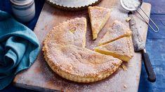 Torta menjar blanc recipe -Like a double pastry lemon, cinnamon custard tart Tart Recipes, Sweet Recipes, Dessert Recipes, Cooking Recipes, Gourmet Desserts, Plated Desserts, Italian Pastries, French Pastries, Hairy Bikers
