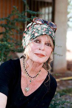 Brigitte Bardot, Bridget Bardot, Hollywood Fashion, Hollywood Actresses, Classic Hollywood, Jeanne Moreau, Saint Tropez, Audrey Hepburn, Most Beautiful Women