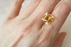 Flawless Golden Yellow Citrine. Square Cut. 6.80 ct.