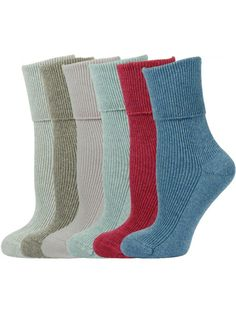 It is that time of the year when each one of us digs into our wardrobe to take out our best winter c Woolen Socks, Cashmere Socks, Winter Wear, Making Out, Winter Outfits, Things To Come, Stylish, Fabric, How To Wear