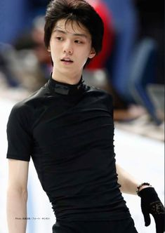 Yuzuru Hanyu aka first man to win back to back olympic golds in figure skating since dick button aka my bae Human Poses Reference, Pose Reference Photo, Body Reference, Beautiful Boys, Pretty Boys, Cute Boys, Ice Skating, Figure Skating, Yuzuru Hanyu