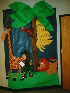A super Safari Welcome Board (Public Bananas) classroom display photo contribution. Great ideas for your classroom! Preschool Jungle, Jungle Crafts, Preschool Classroom, Safari Crafts, Abc Crafts, Teaching Kindergarten, Animal Crafts, Paper Crafts, Monkey Bulletin Boards