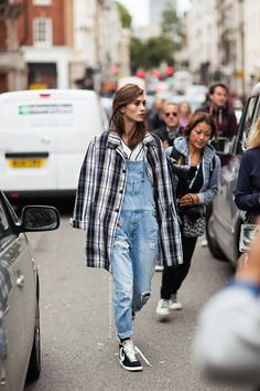 Absolute love for this outfit #streetstyle #fashion #denim #plaid #moda #calle #vaquero