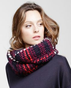 TARTAN LULA HOOP / PATTERN BOOK Knitting Kits, Knitting Wool, Knit Cowl, Easy Knitting, Knit Crochet, Knitting Supplies, Knitting Scarves, Finger Knitting, Knitting Tutorials