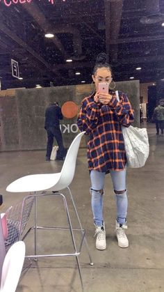 inspired outfit women's fashion flannel ripped jeans street style - Source by topswomens fashion idea Chill Outfits, Hipster Outfits, Swag Outfits, Cute Casual Outfits, Fashion Outfits, Flannel Outfits, Hipster Fashion, Looks Hip Hop, 90s Inspired Outfits