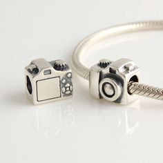 not into expensive accessories but this pandora camera charm is too hard to pass!!! wanttt!!