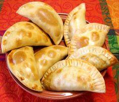 Empanadas mexicanas -  ¿Qué tal se antojan unas de pollo con mole, picadillo de carne, arroz con leche, papas con rajas ...?