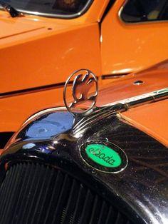 43 New ideas vintage cars logo badges Car Badges, Car Logos, Auto Logos, Retro Cars, Vintage Cars, Mercedes Logo, Car Bonnet, Car Hood Ornaments, Pinewood Derby Cars
