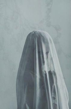 Evelyn Bencicova #veiled #beauty #photo