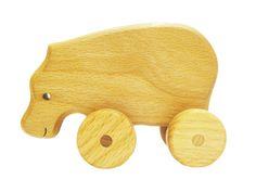 DESCRIPTION DU PRODUIT :  Cette belle hippopotame en bois ferait un excellent compagnon pour votre tout-petit à pousser le long des aventures passionnantes. Ce jouet est amusant pour les bébés et les tout-petits ressemblent les encourager à aller de lavant et continuent à travailler sur leurs compétences rampants ou la marche. Enfants dâge préscolaire y trouverez aussi de joie en jouant avec leur petit hippopotame. Ce jouet à pousser est fait de bois de hêtre et est fini avec notre savant…