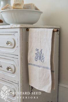 grain sack wash stand - Miss Mustard Seed Ticking Fabric, Fabric Rug, Country Style Homes, Country Charm, Farmhouse Paintings, Burlap Sacks, Farmhouse Design, Farmhouse Style, Wash Stand