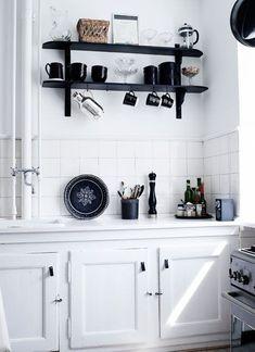 Kitchen Dinning, New Kitchen, Kitchen Decor, Kitchen Interior, Kitchen Design, Decoration Gris, Casa Patio, Black And White Interior, Black White