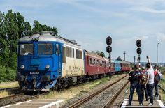 DA and 4 railfans Train Engines, Bahn, Locomotive, Romania, Airplane, Diesel, Electric, Logos, Plane