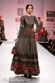 Ashish, Viral & Vikrant Wills Lifestyle India Fashion Week 2014 - Lehengas & Sarees Indian Gowns, Indian Attire, Indian Outfits, Indian Wear, Kurti Designs Party Wear, Kurta Designs, Indian Designer Outfits, Designer Dresses, Ethnic Fashion