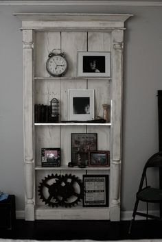 Is this an old door? anyway, it's awesome. Great And Cheap Old Door ideas for Home Decor 1 Furniture Projects, Home Projects, Diy Furniture, Diy Door Projects, Vintage Furniture, Muebles Shabby Chic, Repurposed Furniture, Repurposed Doors, My New Room