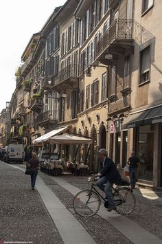 Mr and Mrs Romance - Best things to do in Milan Italy - Centro storico