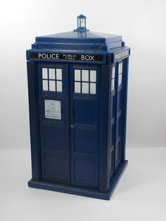 Doctor Who - Tardis Money Box - 20 cm Tall - BBC - Rose Tyler - Fully Working