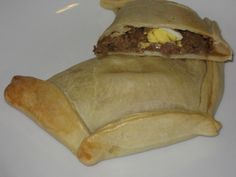 Recipes from South America: Chilean empanadas de pino Latin American Food, Latin Food, Chilean Recipes, Chilean Food, Healthy Fridge, Beef Empanadas, Comida Latina, Home Baking, My Favorite Food