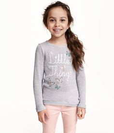 Soft, fine-knit sweater with a printed design at front. Long sleeves with sewn cuffs. Rib-knit hem, slightly longer at back.