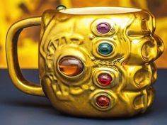 You need this Marvel Avengers Infinity War Gauntlet Mug! It's gold with all 6 Infinity Stones. Thanos Infinity Gauntlet, The Infinity Gauntlet, Avengers Team, Marvel Avengers, Marvel Art, Marvel Heroes, Marvel Comics, Marvel Infinity, Avengers Infinity War
