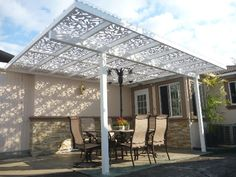 Pergola White Ginger Dove with corrugated plastic on top