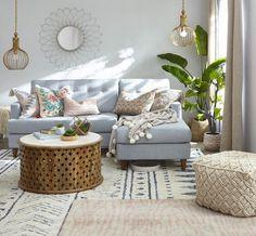 İskandinav tarzı dekorasyon sade, açık renkli ve aydınlık tasarımları ile dikkat çekiyor. Mobilya sektöründe gittikçe yaygınlaşan İskandinav tarzı mobilyalar siz özellikle istemeseniz de hayatınıza giriyorlar. Doğal renkler, düz yüzeyler konfor bu tarzın ön plana çıkardığı temel özelliklerden birkaç tanesini oluşturuyor. İskandinav tarzı sakin ve huzurlu bir oturma odası yaratırken basit ve kolay uygulaması ile de ön plana çıkan bir dekorasyon stili olmaktadır. Oturma odasında iskandinav…