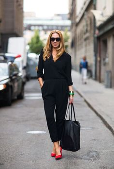 Latest Free Business Outfit for work Tips, Looks Chic, Looks Style, Mode Outfits, Casual Outfits, Casual Attire, Fall Outfits, Black Work Outfit, Red Heels Outfit, Black Jumpsuit Outfit