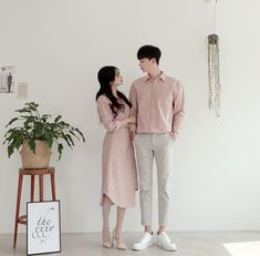 22 Ideas Photography Poses Couples Casual Outfit Ideas For 2019 Korean Couple Fashion, Korean Fashion Summer, Korean Couple Photoshoot, Korean Summer, Pre Wedding Poses, Pre Wedding Photoshoot, Wedding Couples, Wedding Ideas, Matching Couple Outfits