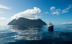 A ilha do Corvo, onde praticamente tudo é único, incluindo os seus habitantes. ©António Luís Campos