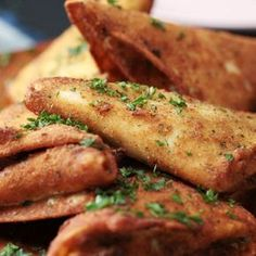 Deep Fried Lasagna Pockets is part of food_drink - Think of these as adult Hot Pockets, i e the best idea ever! Pasta Recipes, Appetizer Recipes, Beef Recipes, Dinner Recipes, Cooking Recipes, Healthy Recipes, Healthy Drinks, Party Appetizers, Lasagna Recipes