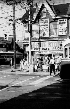 Northwest corner of Bathurst and Dundas North West, Boy Outfits, Toronto, Corner, Travel, Toddler Boys Clothes, Voyage, Viajes, Traveling