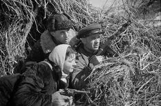 Soviet partisans - those who fought a guerrilla war against the Axis occupation of the Soviet Union - on a scouting mission west of Kursk, February 1943. [x]
