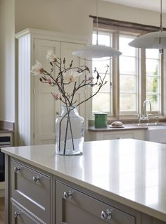 The owner of this property was living in Chicago when she spotted a handmade Martin Moore kitchen in a magazine and knew that she'd found the perfect look for the country house they were restoring for their return. Elegant Kitchens, Bespoke Kitchens, Custom Kitchens, Martin Moore Kitchens, Belfast Sink, English Kitchens, Handmade Kitchens, Georgian Homes, Window Sill