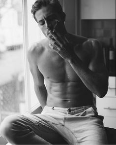 Hay puntos y finales que se sienten en la piel… Will Demps, French Man, Man Smoking, Black Walls, Face Claims, Hottest Models, Blue Hair, Sexy Men, Hot Men