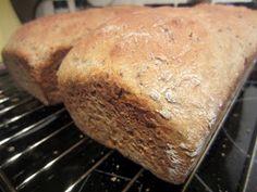 *Momsemat: Gulrotbrød- Saftig og luftig! Banana Bread, Desserts, Food, Tailgate Desserts, Deserts, Eten, Postres, Dessert, Meals
