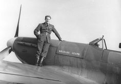 British pilot Barrie Heath of No. 611 Squadron RAF posing with his Spitfire fighter, 1940 Source Royal Air Force Air Force Aircraft, Ww2 Aircraft, Fighter Aircraft, Cienfuegos, Ww2 Photos, Supermarine Spitfire, Battle Of Britain, Fighter Pilot, Royal Air Force