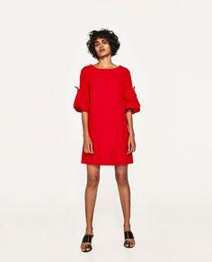 Image 1 de ROBE COURTE À VOLANTS AUX MANCHES de Zara