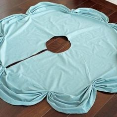 Ruched Tree Skirt DIY {Holiday Patterns}  www.tipjunkie.com/category/patterns/no-sew-projects