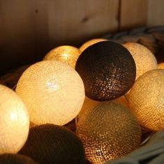 DIY DEKO Lichterkette schoko karamell Lichterkette mit 20 Baumwollbällen in verschiedenen Beige- und Brauntönen.