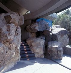 Ofcourse I know you all know him already, and be overloaded with his architecture, but I just could not resist to show some for those who di. John Lautner, Architecture Plan, Interior Architecture, Cliff House, Unusual Homes, House Entrance, Mid Century House, Palm Springs, Resorts