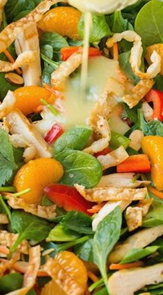 How to make this wonderful tasting salad that has mandarine orange, spinach, and so much more. Mandarine orange Spinach Salad with Chicken and Lemon Honey Ginger Dressing ~ out of this world delicious! Healthy Salads, Healthy Eating, Healthy Recipes, Taco Salads, Salad Bar, Soup And Salad, Pasta Salad, Spinach Salad With Chicken, Spinach Salads